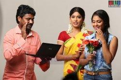 Actress Srinda Ashab, Vijyalakshmi and Director Vetri Mahalingam in Vennila Veedu Movie Stills